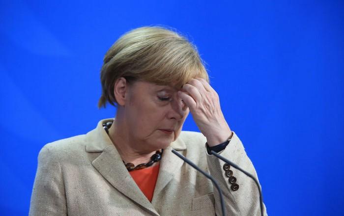 Η Μέρκελ επαναφέρει στο επίκεντρο το προσφυγικό